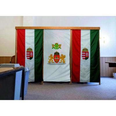 Szavazófülke függöny - nemzeti színű, címerrel 120 x 150 cm-es